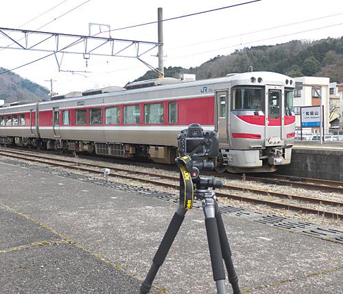 和田山駅でキハ189-2を撮影する光景