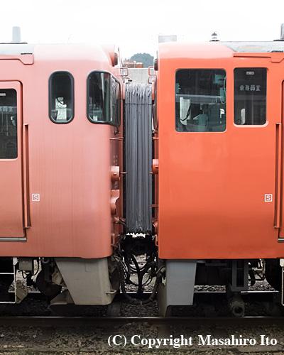 キハ40 2046(左)とキハ41 2002(右)の連結部分