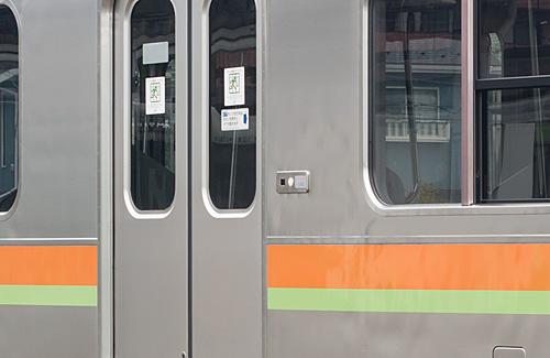 クハ208-3001の扉操作ボタン