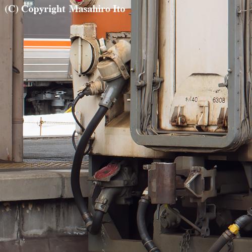 キハ40 6308(前位)のジャンパー連結器(KE93)