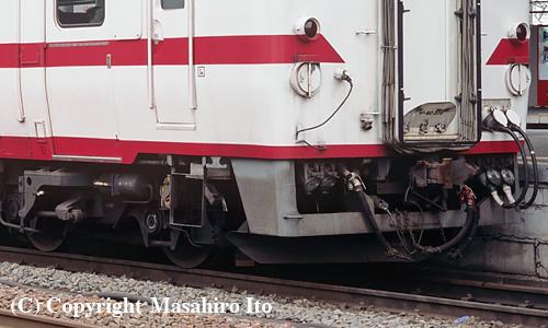 キハ40 516 のスカートと台車(DT42)