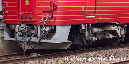 キロ47 1401 のスカートと台車(DT42)