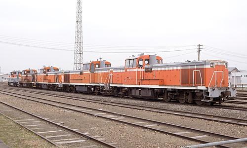秋田港駅に留置されているディーゼル機関車群