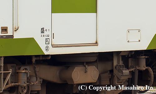 キハ111-152の前位ドアのステップ