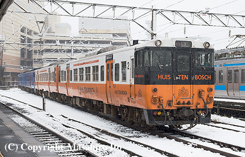長崎駅で留置されているキハ66系(ハウステンボス色編成)